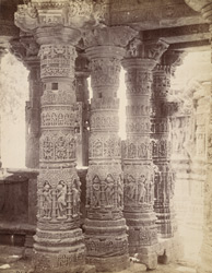 Close view of columns in the Gudha Mandapa, Surya Temple, Modhera 10031740